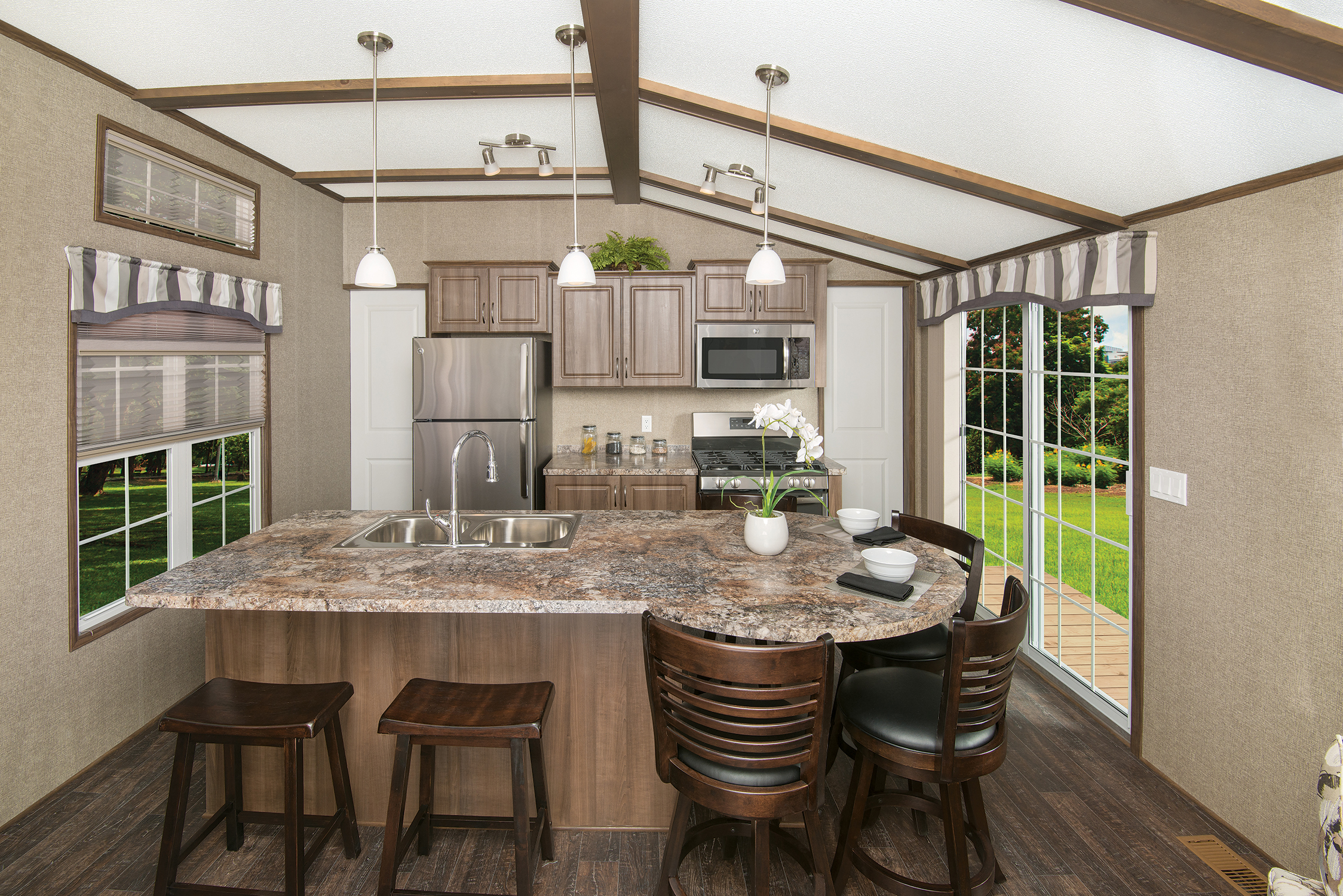 Northlander Industries: Bringing Luxury to the Canadian Park Model on mexican mobile home, kentuckian mobile home, graham mobile home,